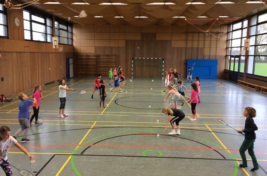 Die Badmintonbotschafter des PTSV gehen durch die Grundschulen der Region