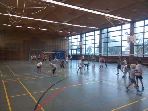 Grundschule Reichenau startet Badminton-AG
